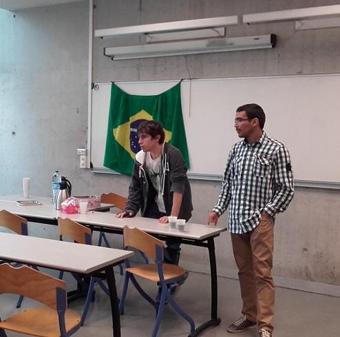 Les étudiants brésiliens animent le café